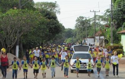 Caminhada em Araguaiana, marca o Dia Nacional de combate ao Abuso sexual contra Crianças e Adolescentes